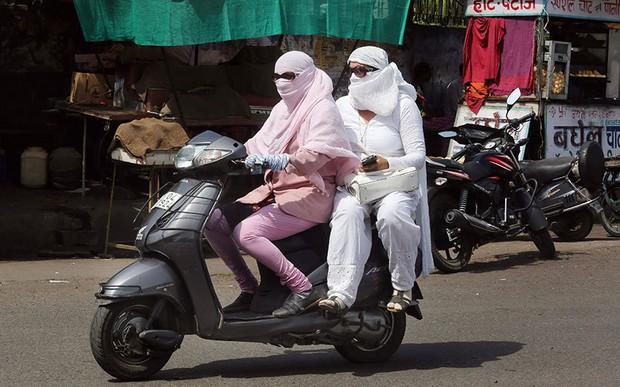 Chùm ảnh: Những hình ảnh nắng nóng khủng khiếp chỉ có ở Ấn Độ - Ảnh 10.