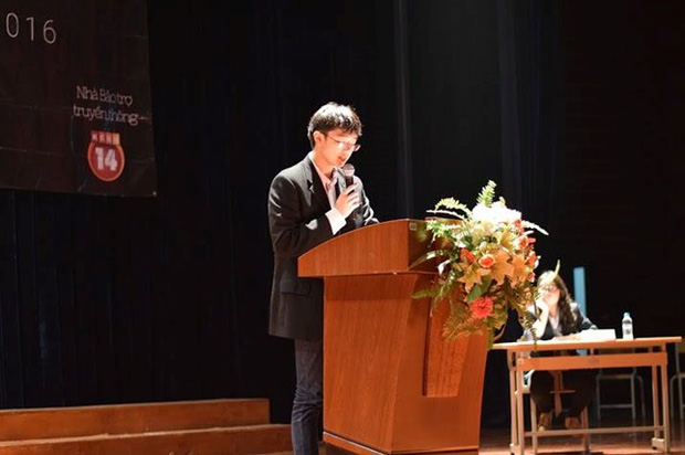 Học sinh Hà Nội cùng tranh luận vấn đề Cha mẹ có nên theo dõi con cái trên mạng xã hội? - Ảnh 1.