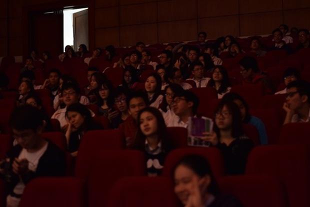 Học sinh Hà Nội cùng tranh luận vấn đề Cha mẹ có nên theo dõi con cái trên mạng xã hội? - Ảnh 9.