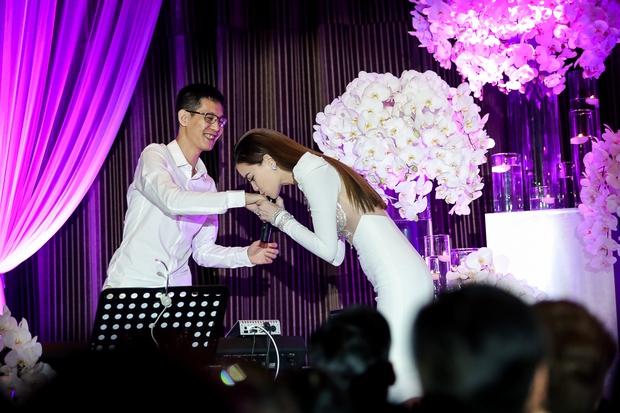 Bị Tiên Cookie la, Hồ Ngọc Hà công khai gửi lời xin lỗi giữa đêm nhạc đặc biệt - Ảnh 10.