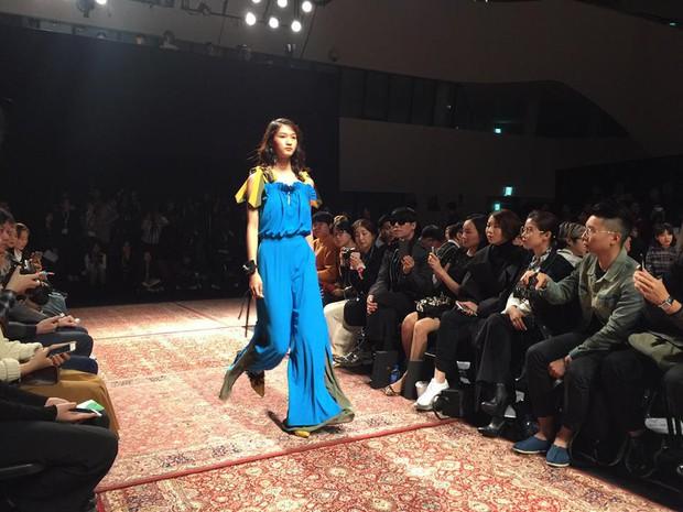 Hoàng Ku, Châu Bùi, Cao Minh Thắng & các fashionista Việt nổi không kém fashionista Hàn tại Seoul Fashion Week - Ảnh 25.