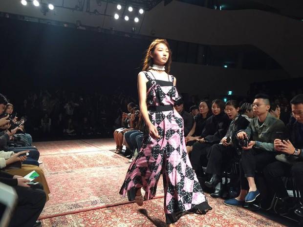 Hoàng Ku, Châu Bùi, Cao Minh Thắng & các fashionista Việt nổi không kém fashionista Hàn tại Seoul Fashion Week - Ảnh 28.