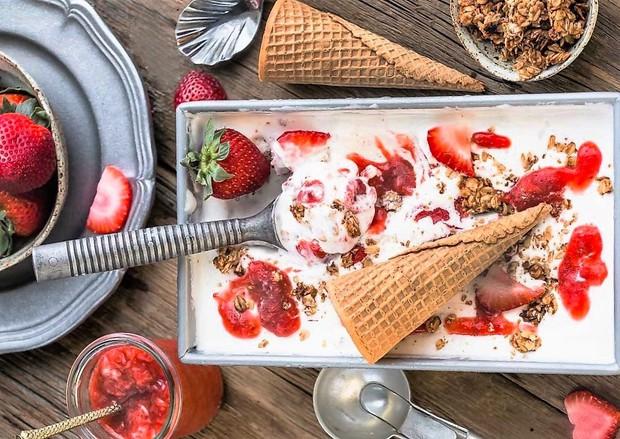 Thử ngay kem lạnh vị cheesecake dâu vừa lạ vừa quen - Ảnh 8.