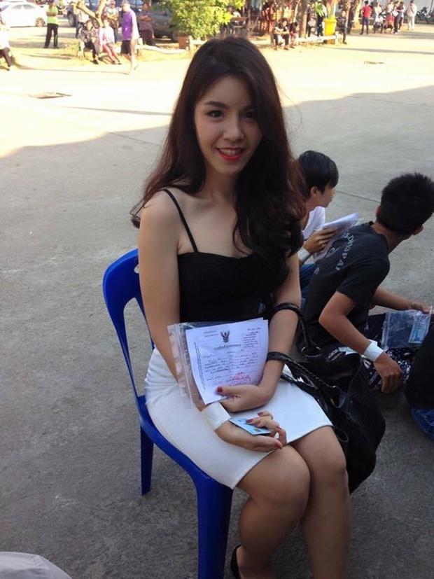 Những bóng hồng chuyển giới trong ngày xét tuyển nghĩa vụ quân sự tại Thái Lan - Ảnh 2.
