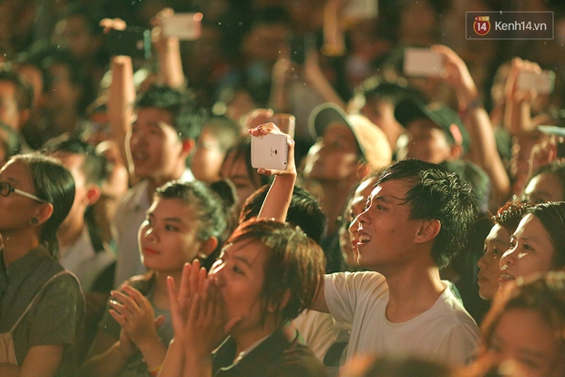 Ngày tự hào đồng tính - Những trái tim lục sắc đã có một đêm vui dưới mưa Sài Gòn như thế! - Ảnh 12.