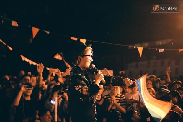Ngày tự hào đồng tính - Những trái tim lục sắc đã có một đêm vui dưới mưa Sài Gòn như thế! - Ảnh 4.