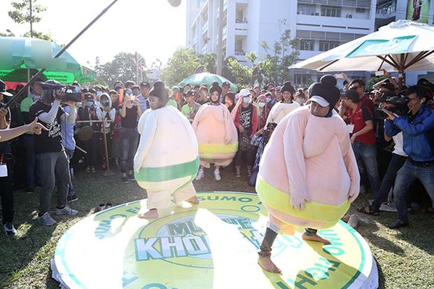 Sơn Tùng M-TP chất lừ, Hoàng Thùy Linh gợi cảm khiến 20.000 sinh viên muốn phá rào tiếp cận - Ảnh 29.