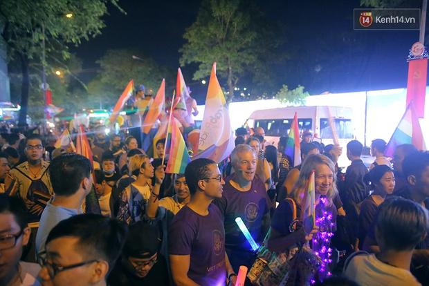 Ngày tự hào đồng tính - Những trái tim lục sắc đã có một đêm vui dưới mưa Sài Gòn như thế! - Ảnh 13.