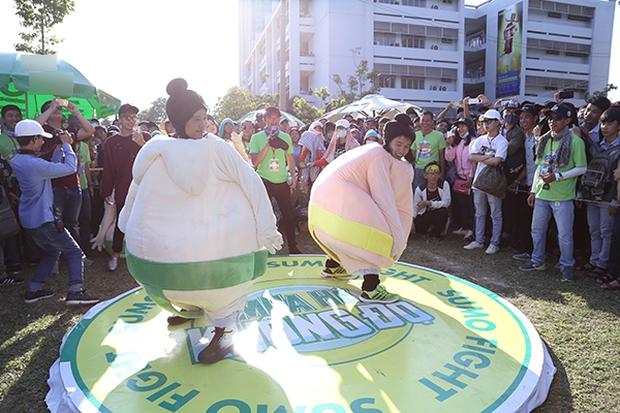 Sơn Tùng M-TP chất lừ, Hoàng Thùy Linh gợi cảm khiến 20.000 sinh viên muốn phá rào tiếp cận - Ảnh 30.