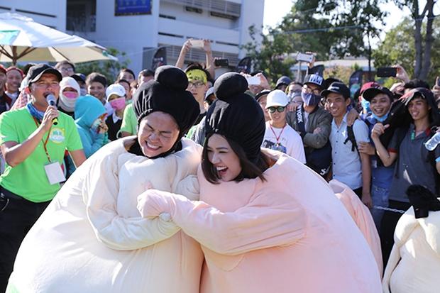 Sơn Tùng M-TP chất lừ, Hoàng Thùy Linh gợi cảm khiến 20.000 sinh viên muốn phá rào tiếp cận - Ảnh 31.