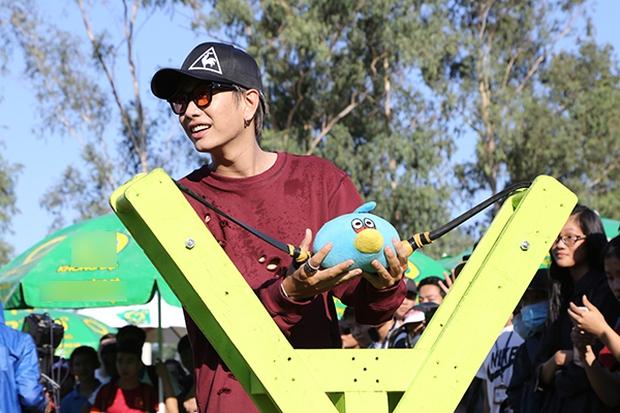 Sơn Tùng M-TP chất lừ, Hoàng Thùy Linh gợi cảm khiến 20.000 sinh viên muốn phá rào tiếp cận - Ảnh 26.