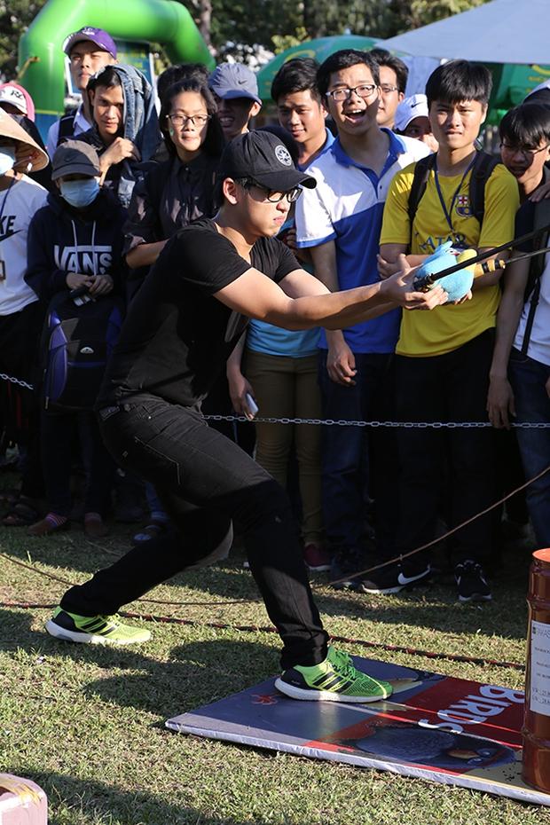 Sơn Tùng M-TP chất lừ, Hoàng Thùy Linh gợi cảm khiến 20.000 sinh viên muốn phá rào tiếp cận - Ảnh 28.