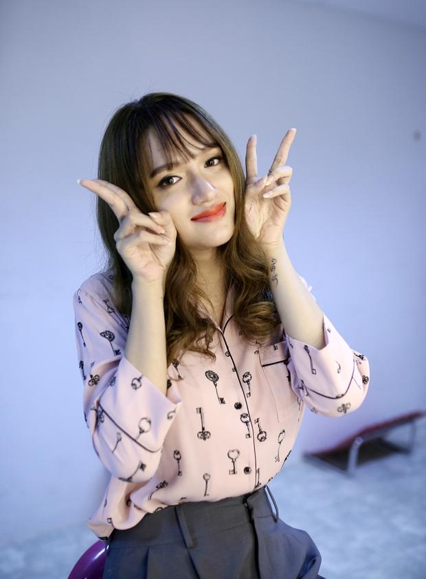 Clip: Hương Giang nói tiếng Hàn tầm bậy, hát hit của Hari Won - Ảnh 3.