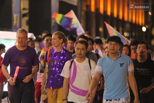 Ngày tự hào đồng tính - Những trái tim lục sắc đã có một đêm vui dưới mưa Sài Gòn như thế! - Ảnh 14.