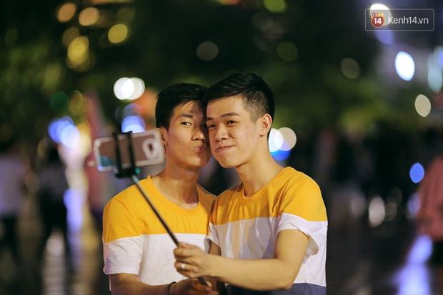 Ngày tự hào đồng tính - Những trái tim lục sắc đã có một đêm vui dưới mưa Sài Gòn như thế! - Ảnh 2.