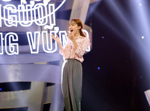 Clip: Hương Giang nói tiếng Hàn tầm bậy, hát hit của Hari Won - Ảnh 5.