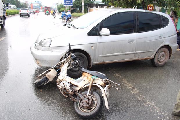 Vợ đang mang thai bị ô tô tông văng xuống đường, chồng đuổi đánh tài xế - Ảnh 2.