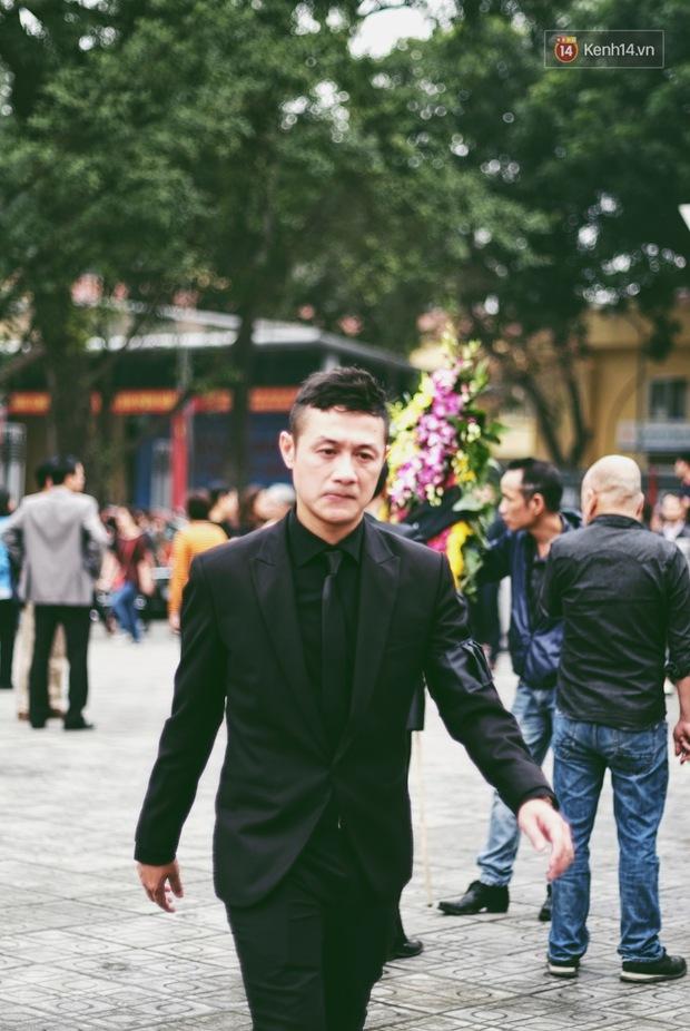 MC Anh Tuấn: Người đàn ông mặc vest đen ngạo nghễ trên chiếc xe phân khối lớn, bật khóc vì chiến hữu của mình - Ảnh 6.