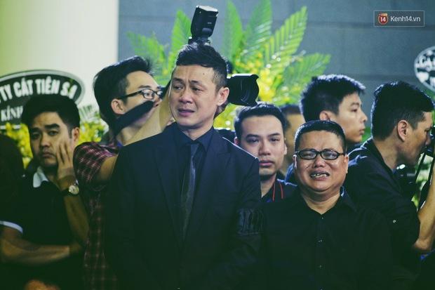 MC Anh Tuấn: Người đàn ông mặc vest đen ngạo nghễ trên chiếc xe phân khối lớn, bật khóc vì chiến hữu của mình - Ảnh 8.