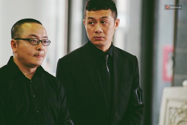 MC Anh Tuấn: Người đàn ông mặc vest đen ngạo nghễ trên chiếc xe phân khối lớn, bật khóc vì chiến hữu của mình - Ảnh 3.