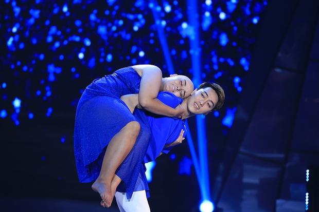 Bước nhảy ngàn cân: Hình ảnh cô gái ung thư Ngọc Nữ khiến Mr. Đàm nghẹn ngào - Ảnh 5.