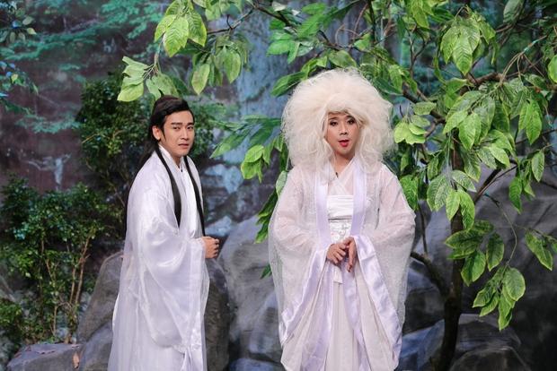 Ơn giời: Trấn Thành vuốt ve, hôn Hứa Vĩ Văn trên sân khấu - Ảnh 3.