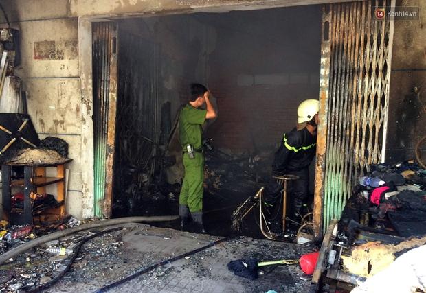 Cụ già 90 tuổi kêu cứu trong căn nhà bốc cháy dữ dội giữa trưa ở Sài Gòn - Ảnh 5.