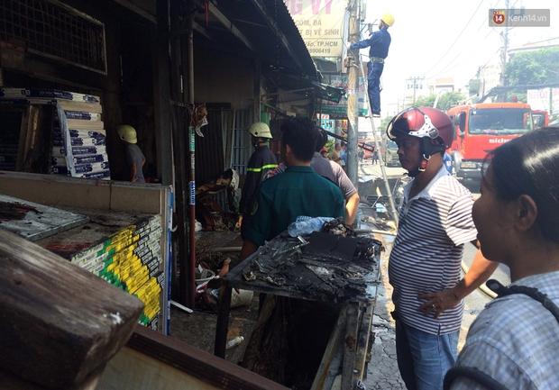 Cụ già 90 tuổi kêu cứu trong căn nhà bốc cháy dữ dội giữa trưa ở Sài Gòn - Ảnh 6.