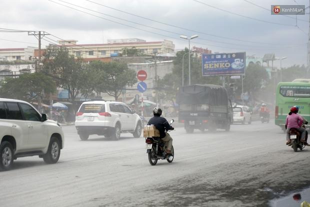 Sau chạy nắng và chạy mưa, người Sài Gòn lại nhắm mắt bịt mũi để chạy... bụi - Ảnh 2.
