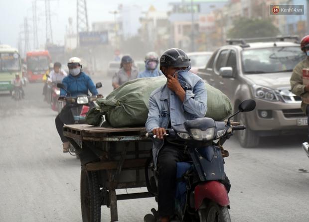 Sau chạy nắng và chạy mưa, người Sài Gòn lại nhắm mắt bịt mũi để chạy... bụi - Ảnh 11.