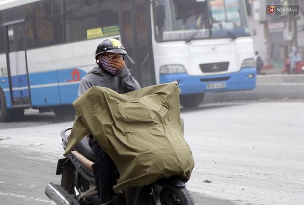 Sau chạy nắng và chạy mưa, người Sài Gòn lại nhắm mắt bịt mũi để chạy... bụi - Ảnh 3.