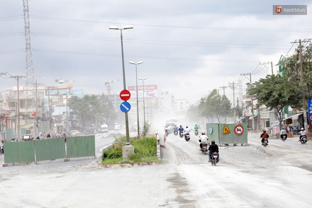 Sau chạy nắng và chạy mưa, người Sài Gòn lại nhắm mắt bịt mũi để chạy... bụi - Ảnh 1.