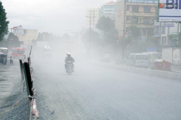 Sau chạy nắng và chạy mưa, người Sài Gòn lại nhắm mắt bịt mũi để chạy... bụi - Ảnh 6.