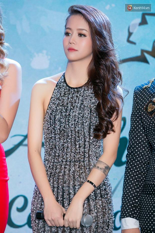Vừa chuyển style nữ tính, An Nguy đã đụng ngay váy khoét lưng gợi cảm với Hoa hậu Kỳ Duyên - Ảnh 3.