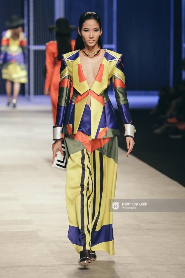 Phí Phương Anh lại xuất hiện trên sàn diễn thời trang, đọ trình catwalk cùng đàn chị - Ảnh 9.