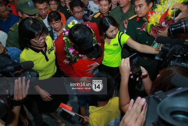 Sau những kỳ tích tại Olympic 2016, người hùng Hoàng Xuân Vinh đã trở về bên gia đình, bên người vợ thân yêu - Ảnh 13.
