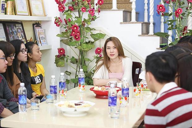 Fan khắp nơi bay ra Đà Nẵng dự họp fan đầu năm tại nhà riêng của Mỹ Tâm - Ảnh 3.