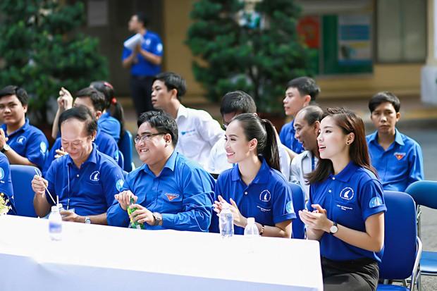 Hoa hậu Kỳ Duyên, Ái Phương cực rạng rỡ trong lễ ra quân chiến dịch Mùa hè xanh - Ảnh 6.