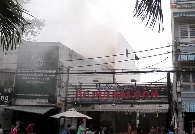 TP. HCM: Khói bốc nghi ngút tại quán cafe rang xay bên kênh Nhiêu Lộc - Thị Nghè - Ảnh 1.