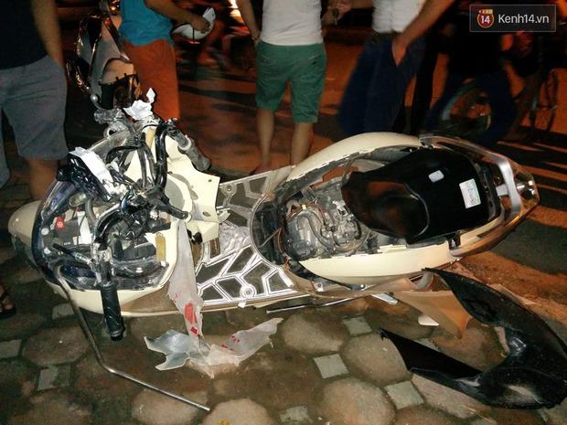 Hà Nội: Lái xe Camry gây tai nạn kéo lê xe máy hơn 3km, dân bức xúc đuổi đánh - Ảnh 1.