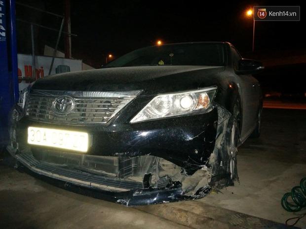 Hà Nội: Lái xe Camry gây tai nạn kéo lê xe máy hơn 3km, dân bức xúc đuổi đánh - Ảnh 2.