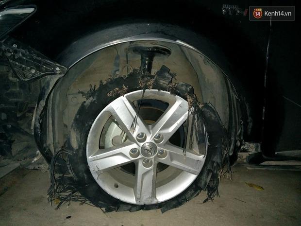 Hà Nội: Lái xe Camry gây tai nạn kéo lê xe máy hơn 3km, dân bức xúc đuổi đánh - Ảnh 3.