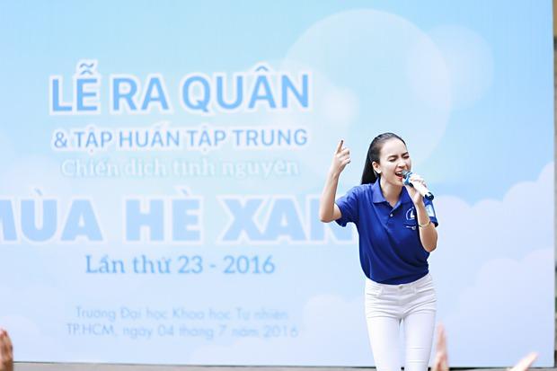 Hoa hậu Kỳ Duyên, Ái Phương cực rạng rỡ trong lễ ra quân chiến dịch Mùa hè xanh - Ảnh 7.