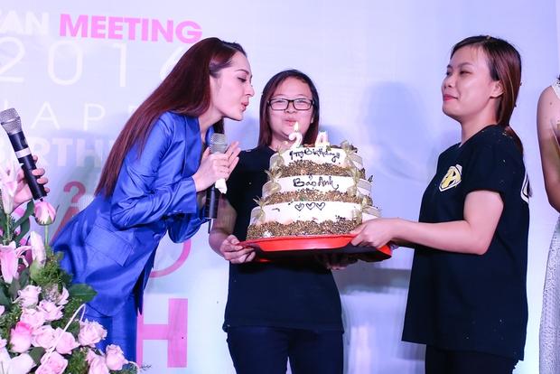 Bảo Anh rơi nước mắt hạnh phúc trong buổi tiệc sinh nhật cùng fan - Ảnh 14.
