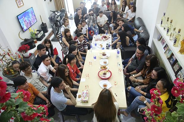 Fan khắp nơi bay ra Đà Nẵng dự họp fan đầu năm tại nhà riêng của Mỹ Tâm - Ảnh 1.