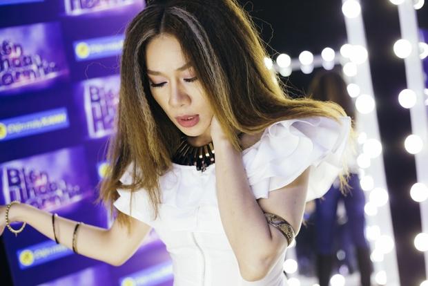 Hari Won đóng giả Bích Phương, Trấn Thành giả gái bên người yêu - Ảnh 12.