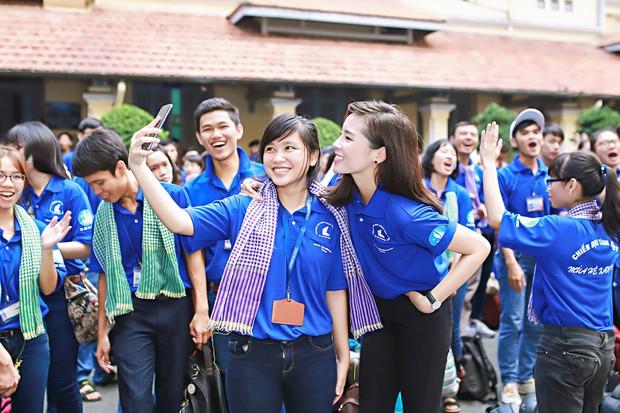 Hoa hậu Kỳ Duyên, Ái Phương cực rạng rỡ trong lễ ra quân chiến dịch Mùa hè xanh - Ảnh 13.