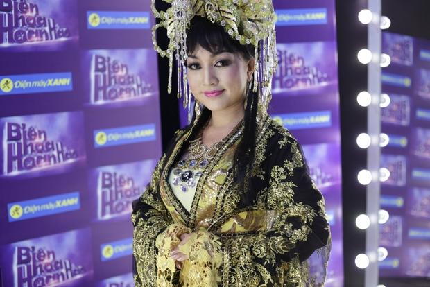 Hari Won đóng giả Bích Phương, Trấn Thành giả gái bên người yêu - Ảnh 15.