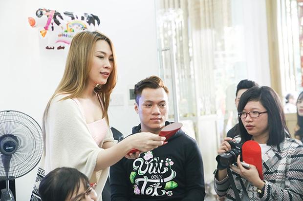 Fan khắp nơi bay ra Đà Nẵng dự họp fan đầu năm tại nhà riêng của Mỹ Tâm - Ảnh 13.