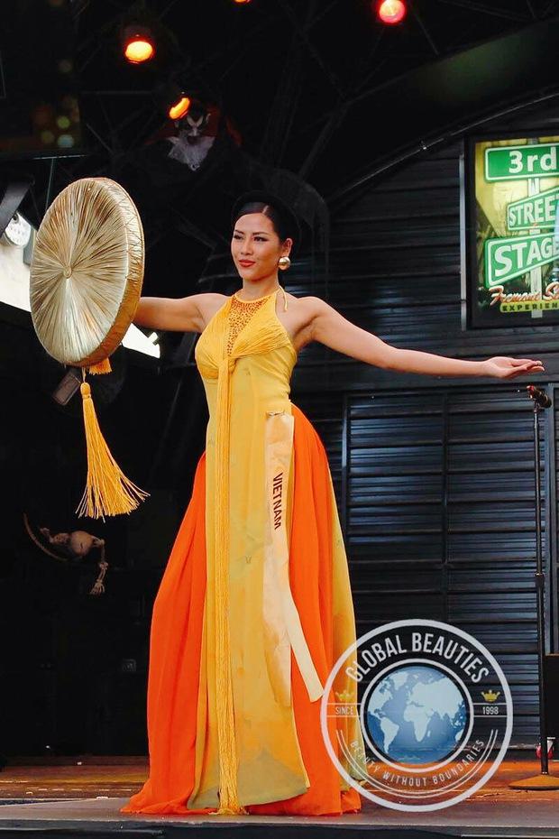 Nguyễn Thị Loan diện áo tứ thân, tự tin múa uyển chuyển tại Hoa hậu Hòa bình Quốc tế 2016 - Ảnh 2.
